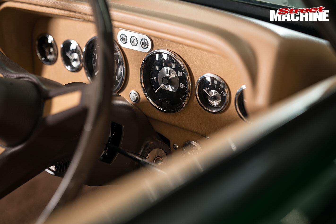 Chrysler Centura dash