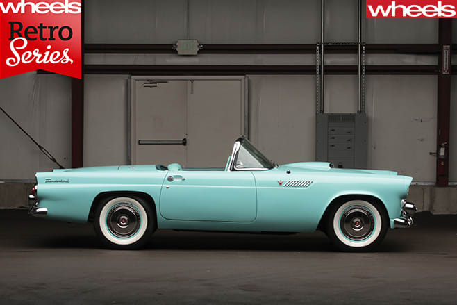 1954-Ford -Thunderbird -side