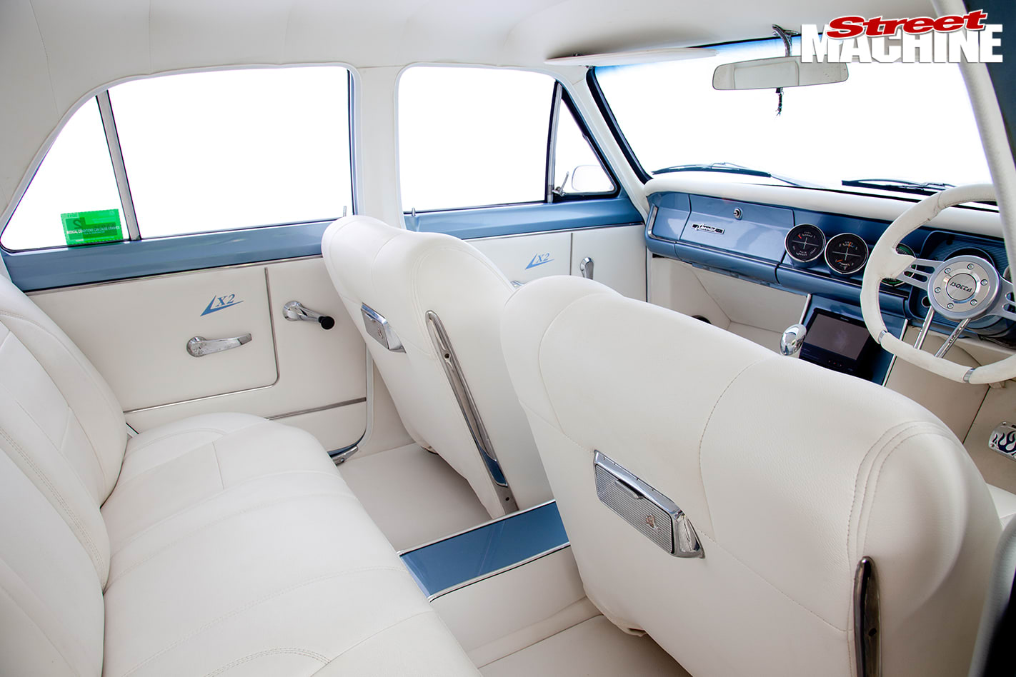 Holden -HD-interior