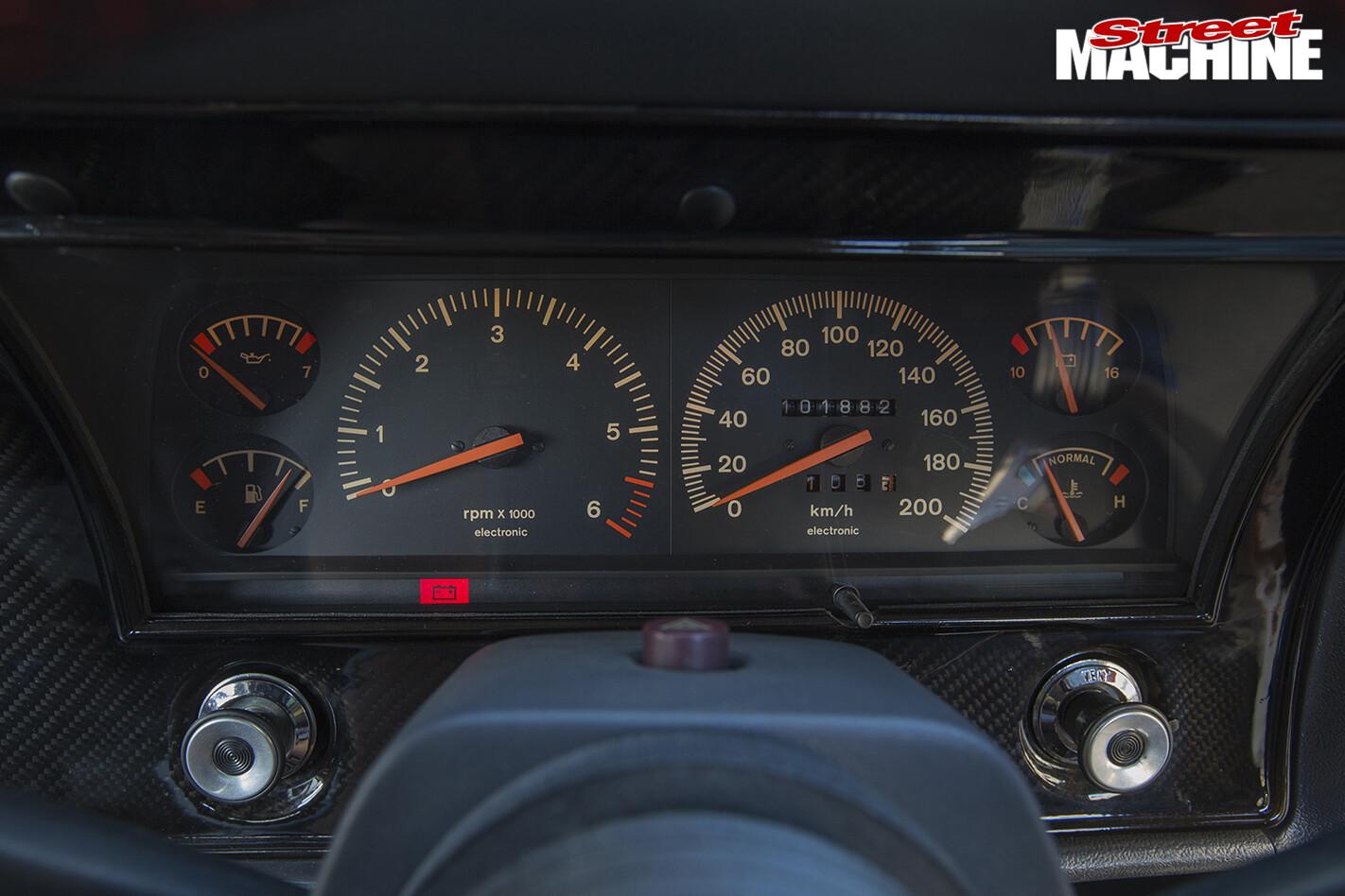 Ford -XY-Falcon -interior -gauges