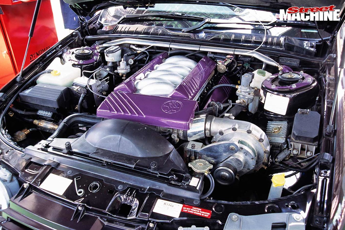 HSV GTS engine bay