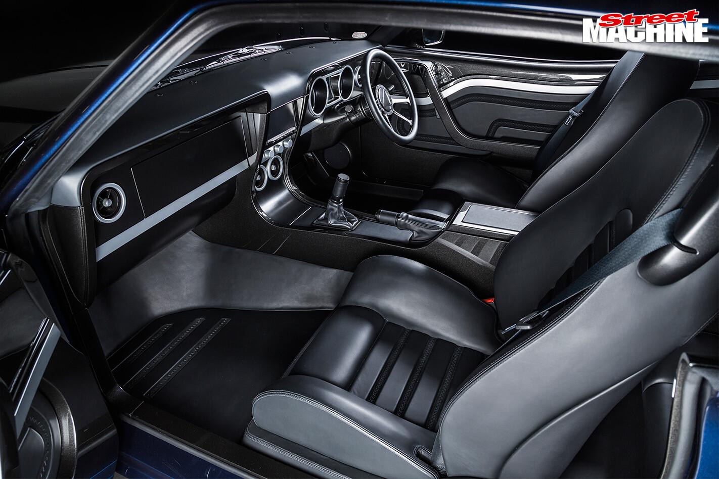Falcon -XB-coupe -XBOSS-interior -front
