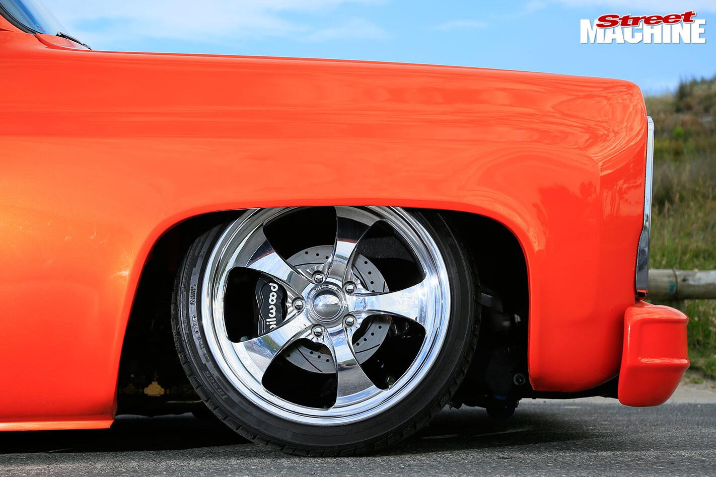 C10 stepside pick-up wheel