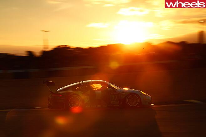 Porsche -race -car -driving -at -Le -mans