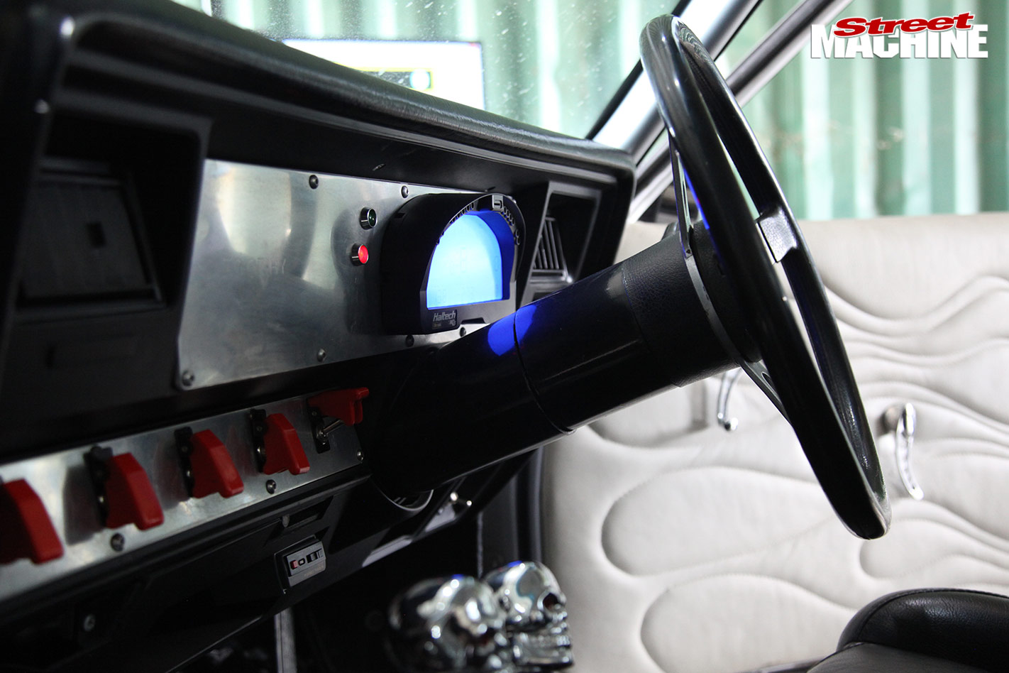 Holden HQ One-tonner dash