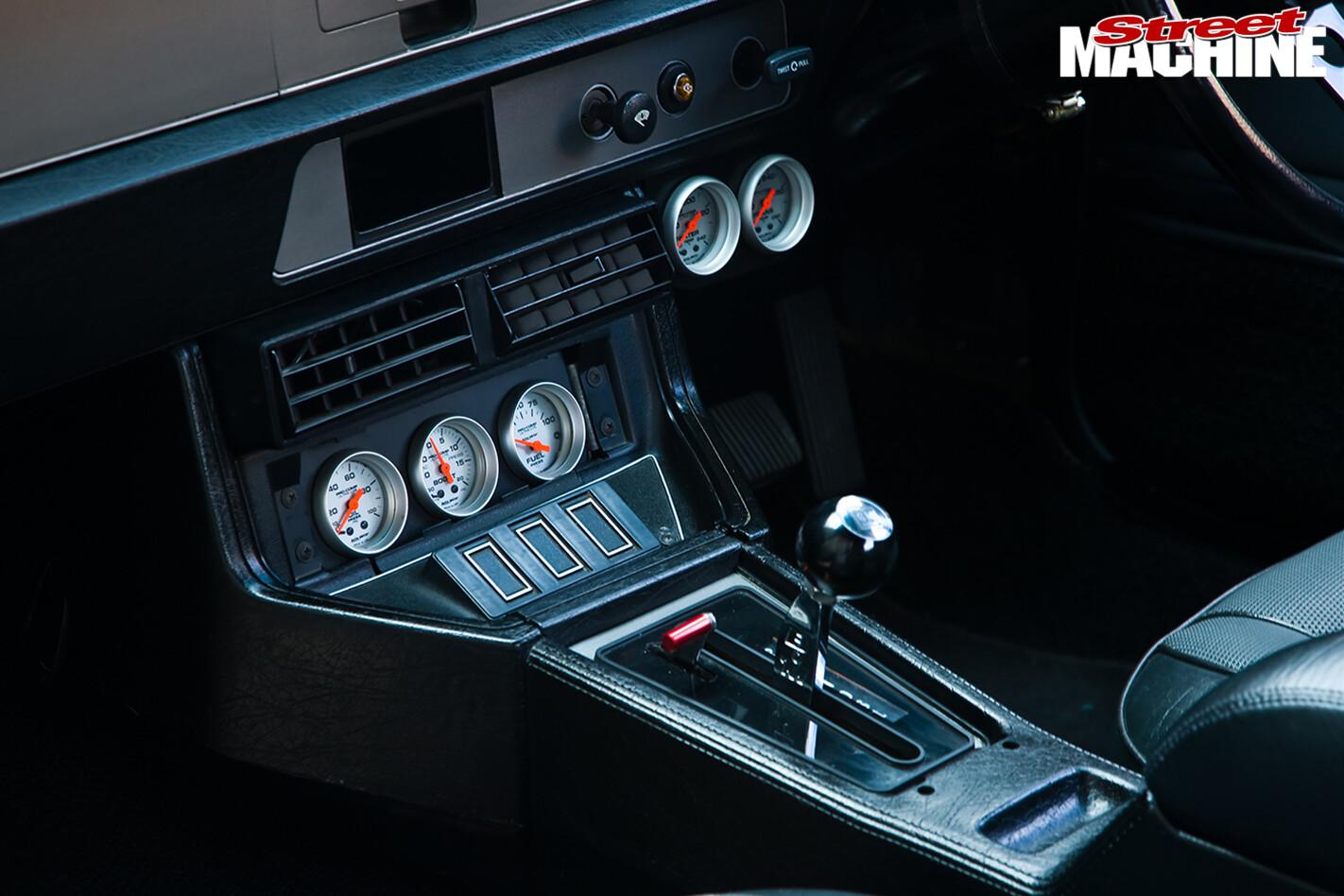 Holden -Torana -LX-Hatch -front -console