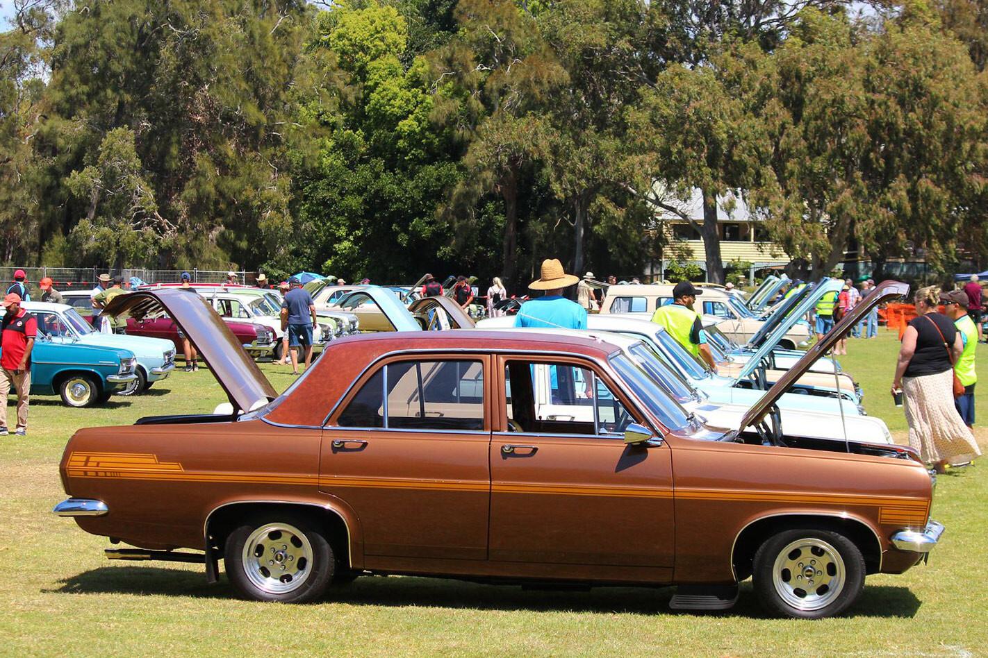 HR Holden Custom Jpg