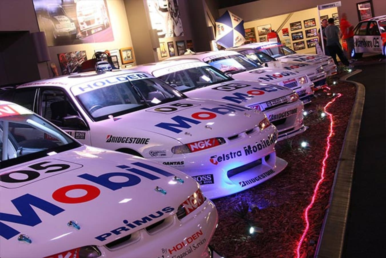 Champions Brock Experience Mobil Commodores