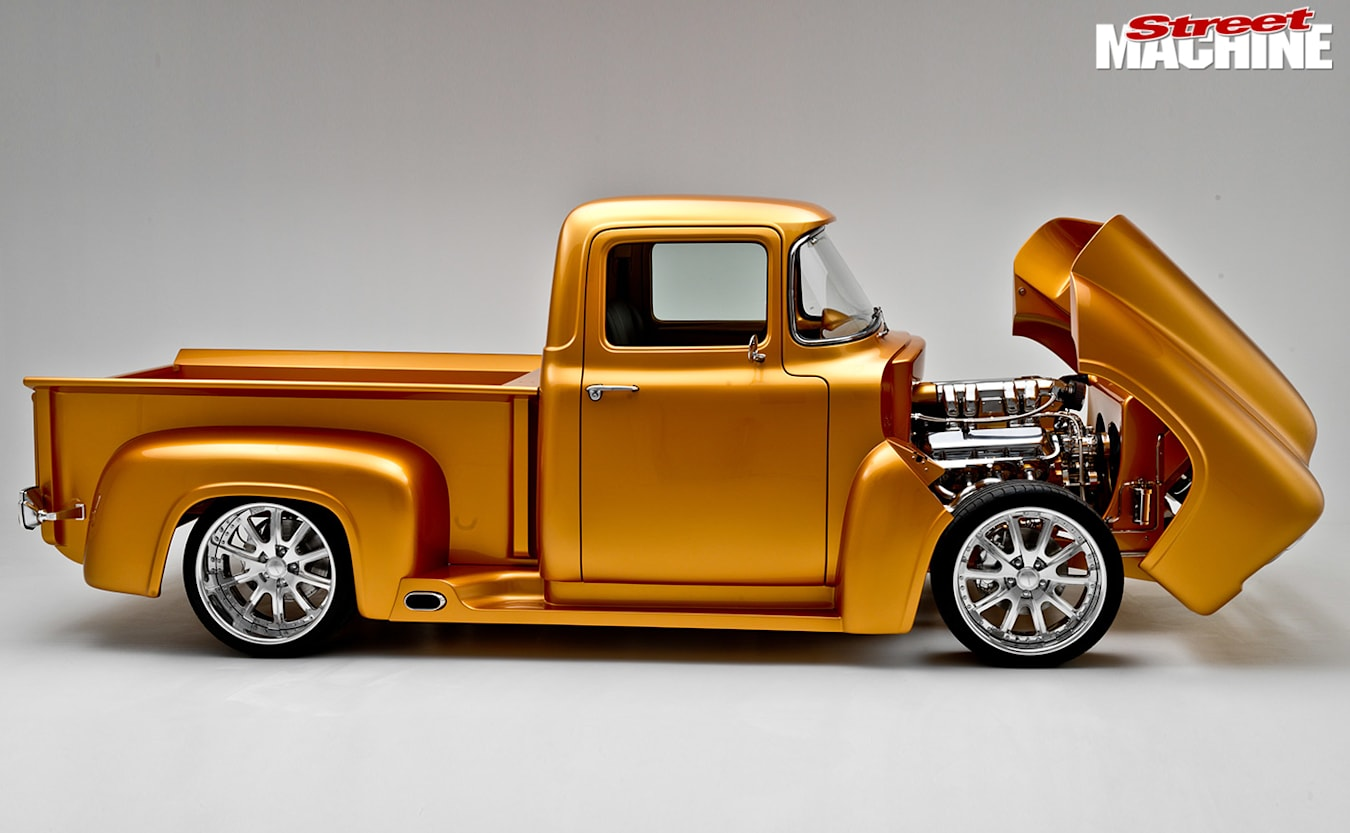 Ford F100 pick-up side