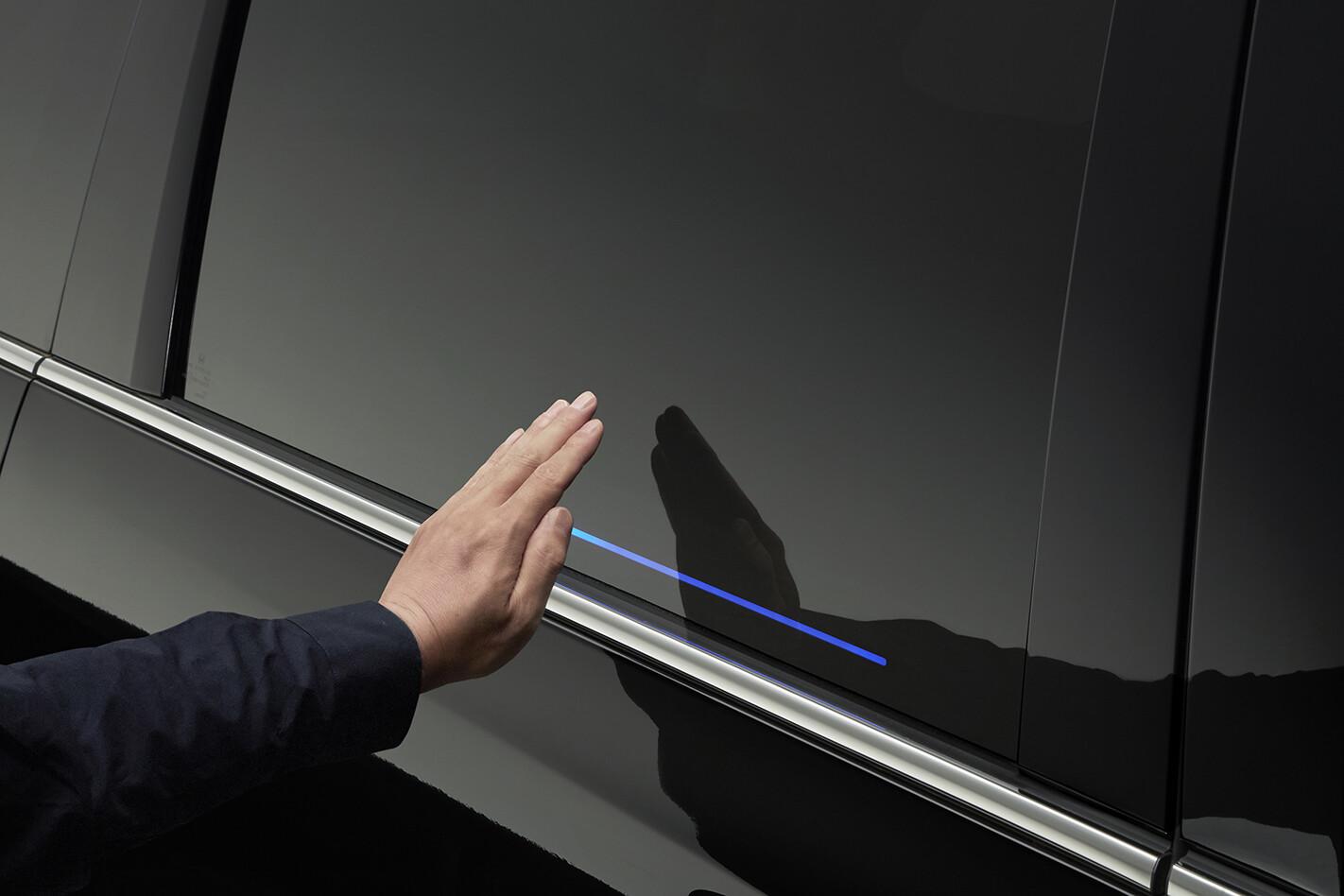 Honda Odyssey gesture control doors