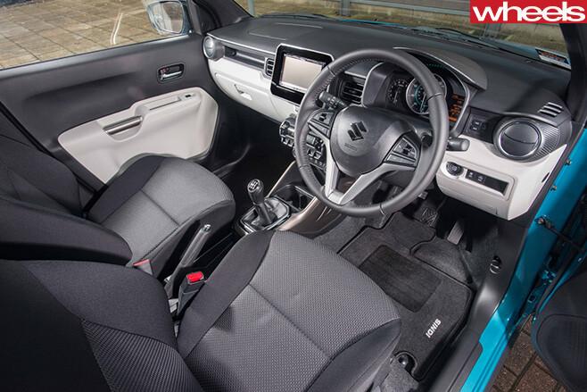 2016-Suzuki -Ignis -driving -interior