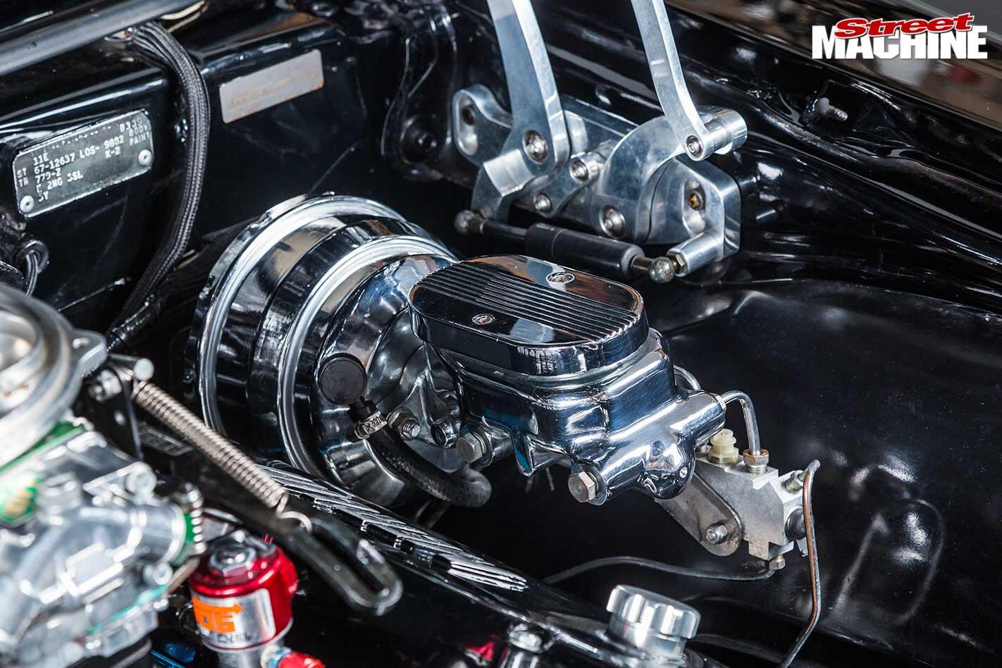 Chevrolet Camaro engine bay