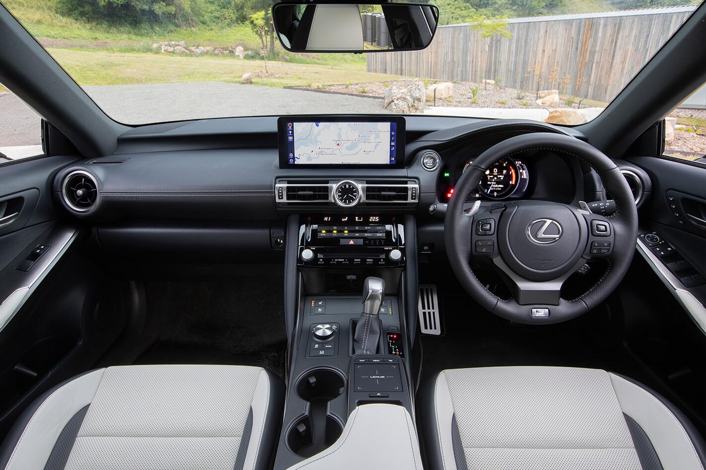 Archive Whichcar 2021 02 01 136039 Lexus IS 350 Interior