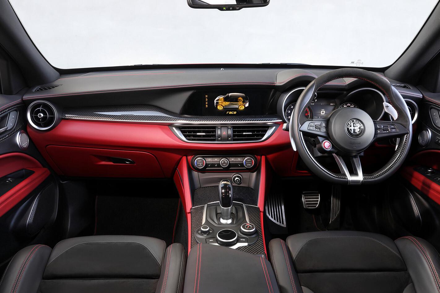 Alfa Romeo Stelvio Q Inside Jpg