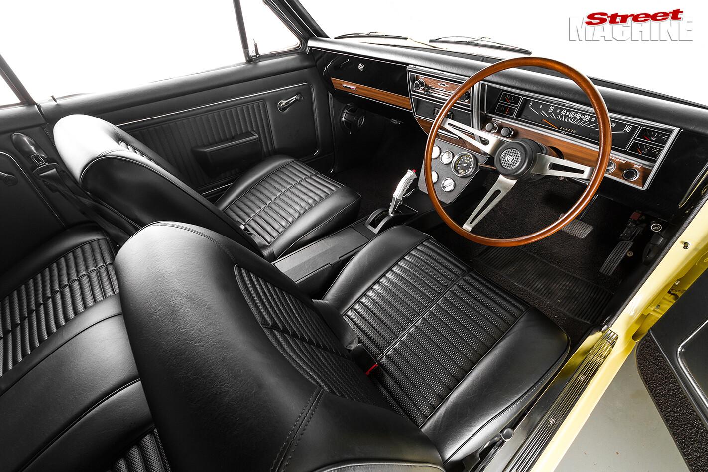 Holden -hk -monaro -interior -front