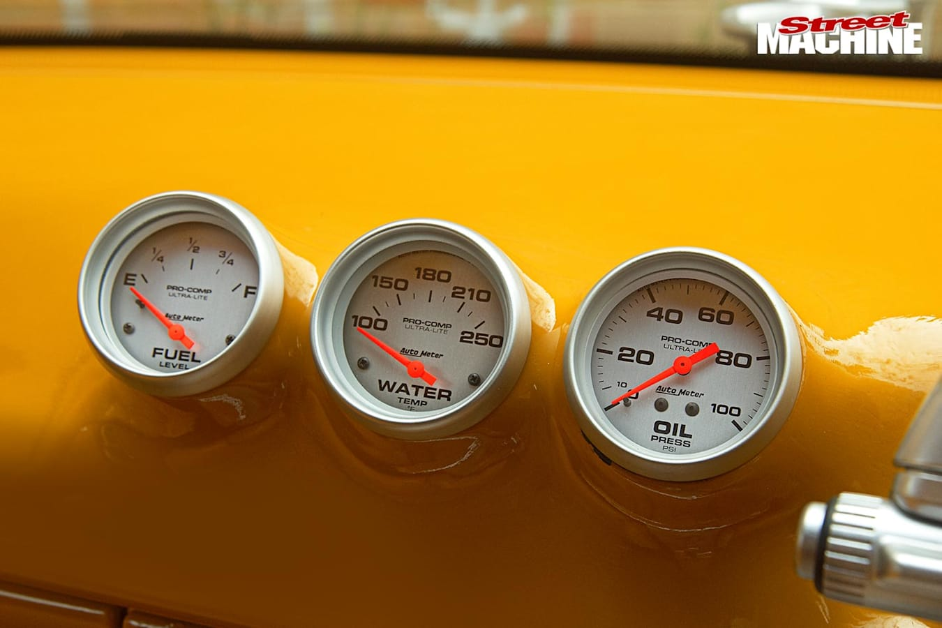 Holden VN Commodore gauges