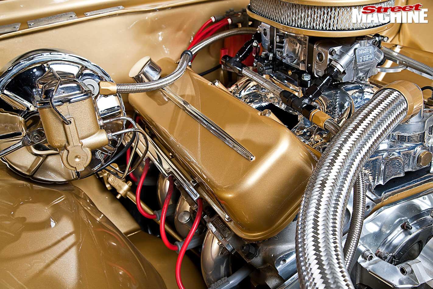 Holden HG Premier engine bay