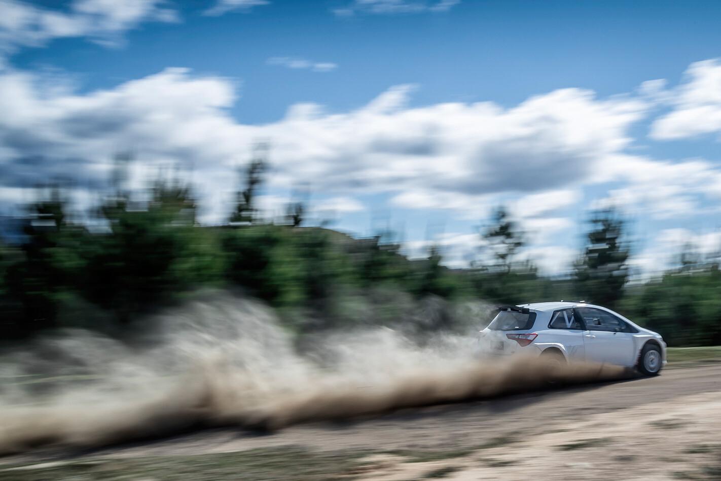 Toyota-Yaris-AP4-rally-car-dirt-road-driving.jpg