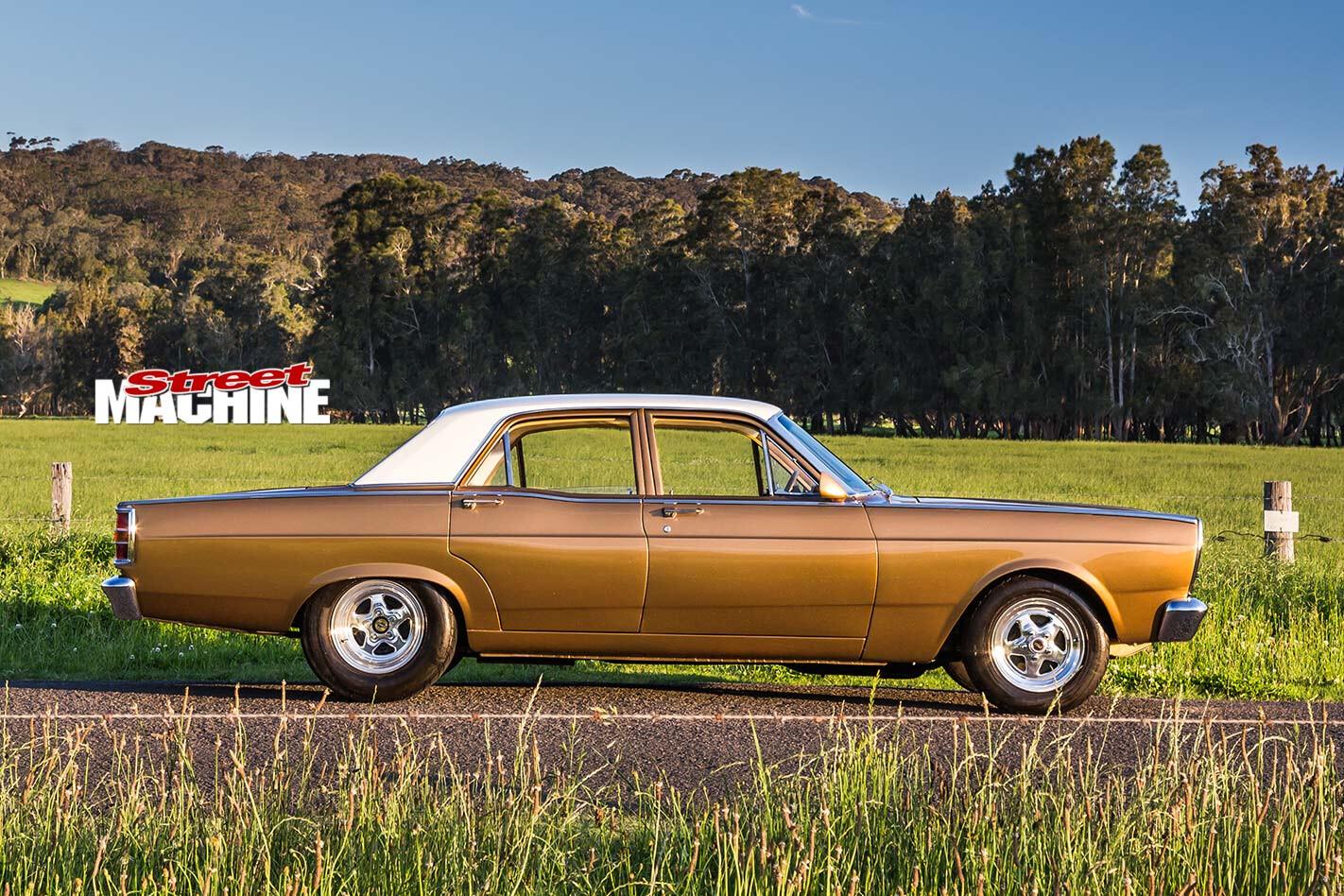 Ford Fairlane ZC side