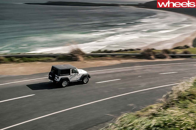 Jeep -Wrangler -driving -road