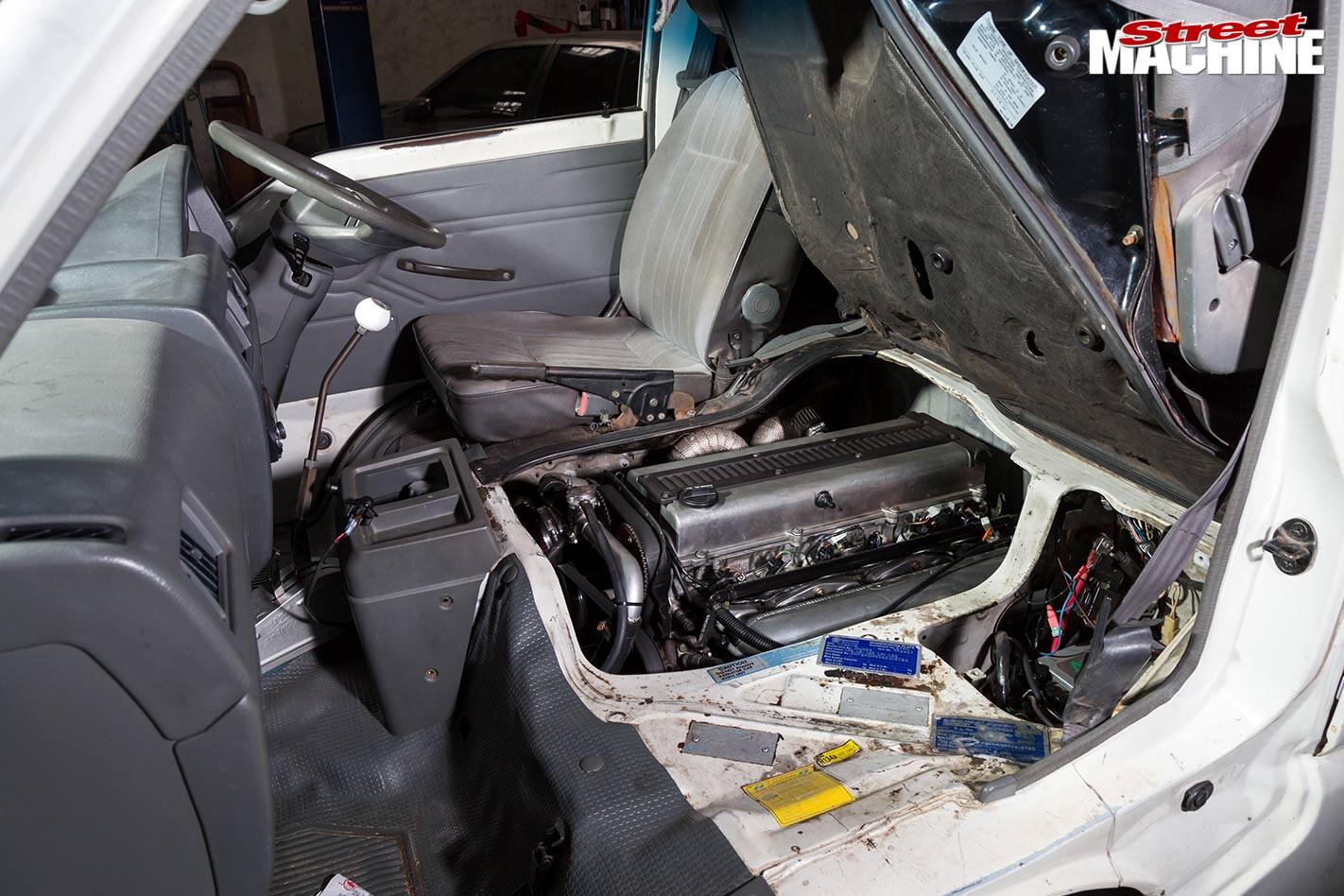 Mitsubishi L300 van engine
