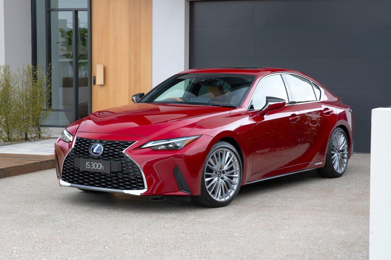 2021 Lexus IS 300h