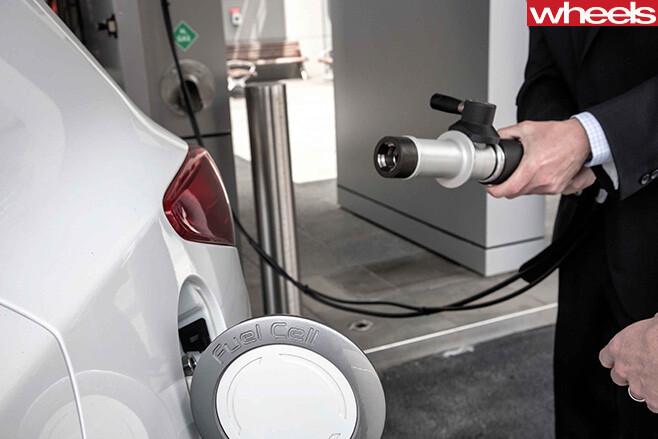 Hyundai -ix 35-hydrogen -filling -up