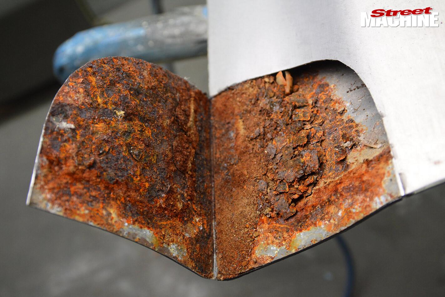 fixing rusty car door corners