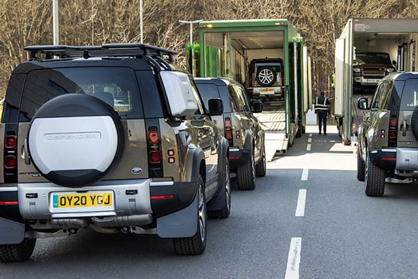 Land Rover lends models coronavirus