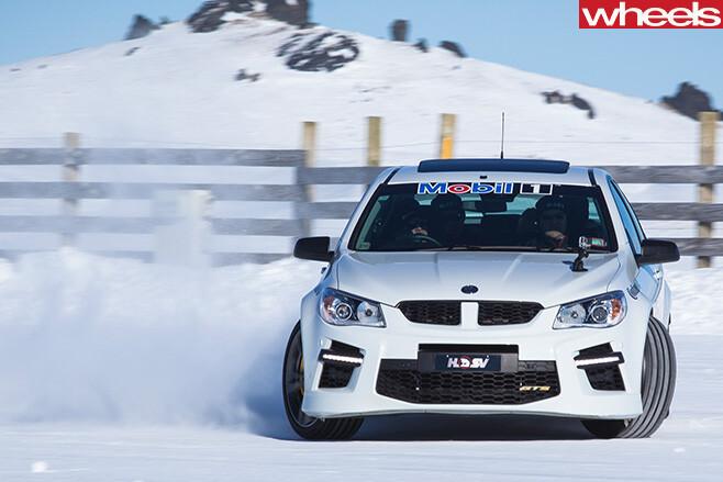 HSV-GTS-front -sideways -Drifting -in -Snow