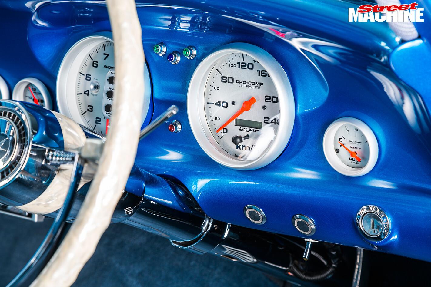 Ford -Falcon -XP-sedan -gauges