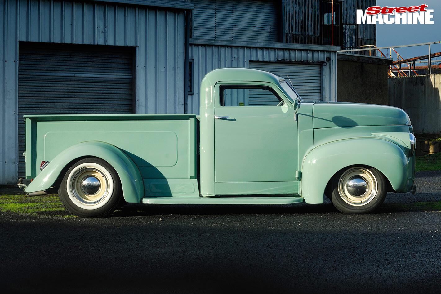 1948 Studebaker M5 pickup side