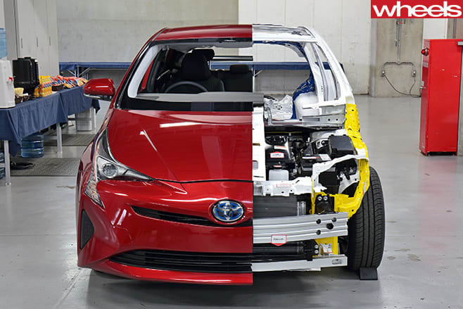 Toyota -Prius -driving -front -with -mechanicals