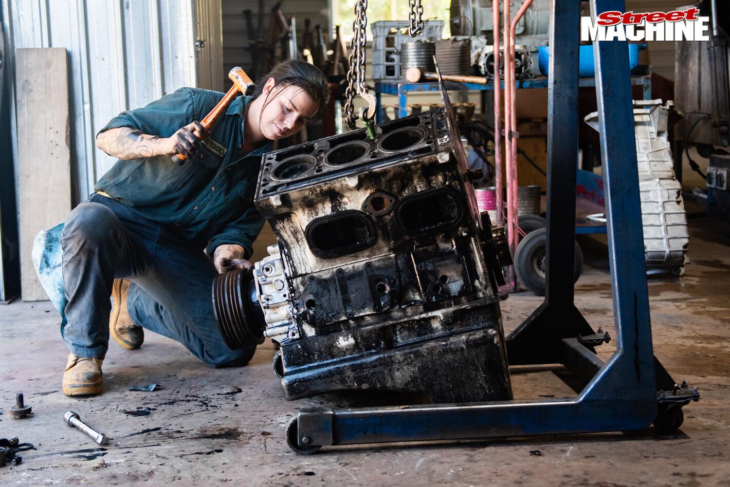 Team Army Matilda engine work