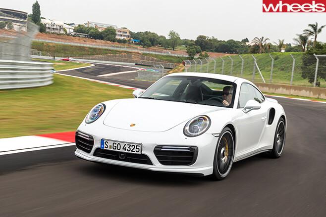 2016-Porsche -911-Turbo -side