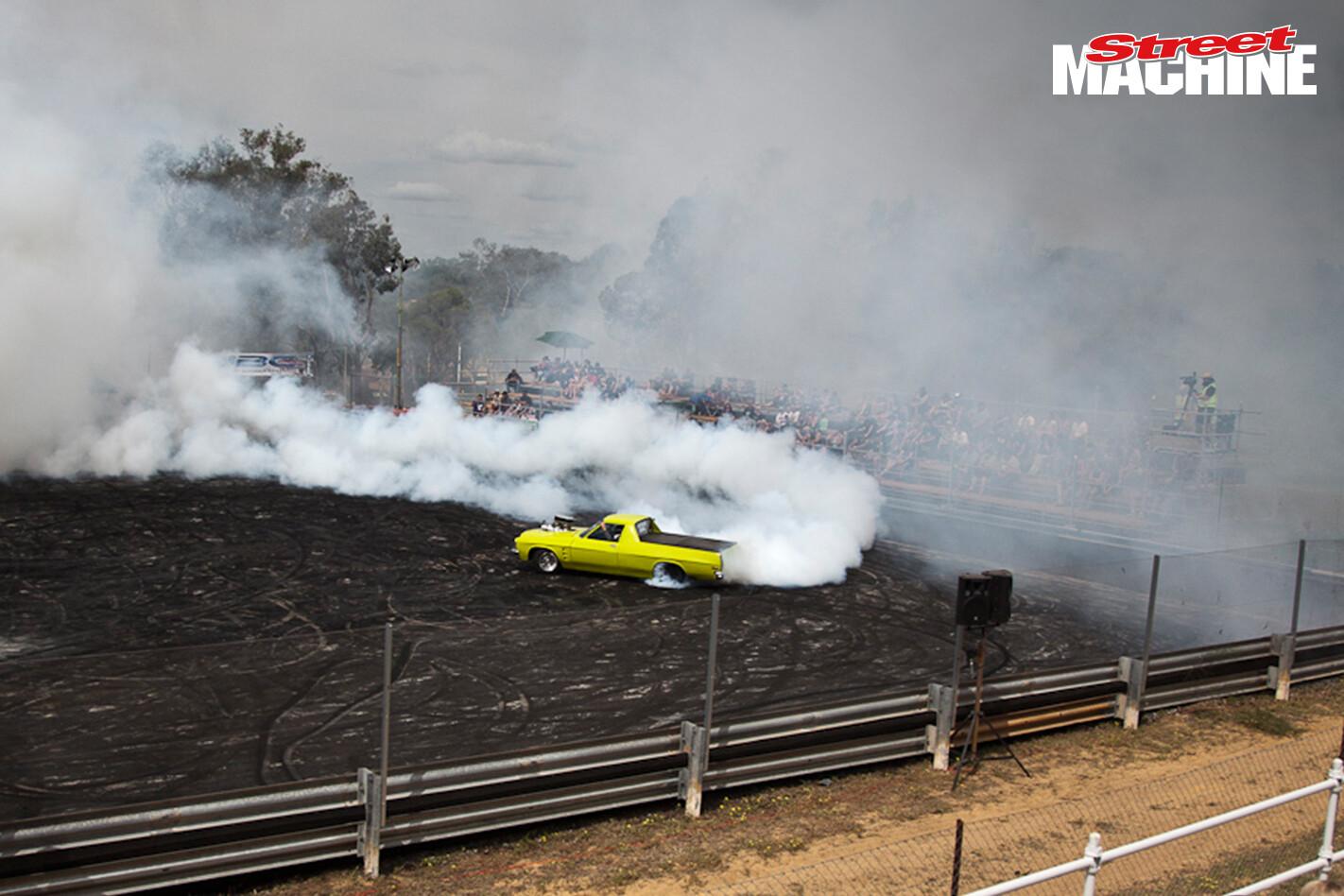 Holden Ute Burnout 198