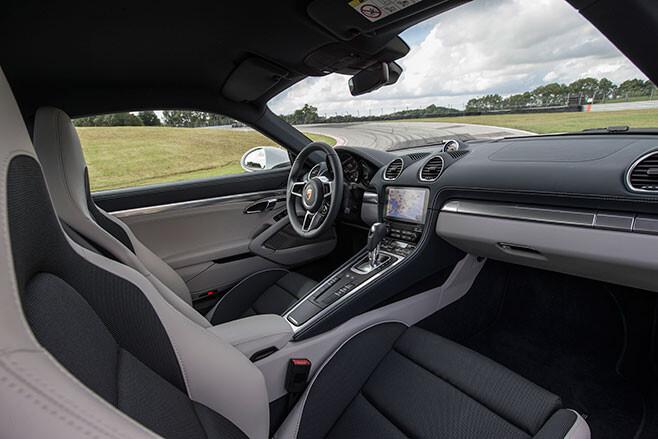 658_Porsche -718-Cayman -first -drive -review _interior