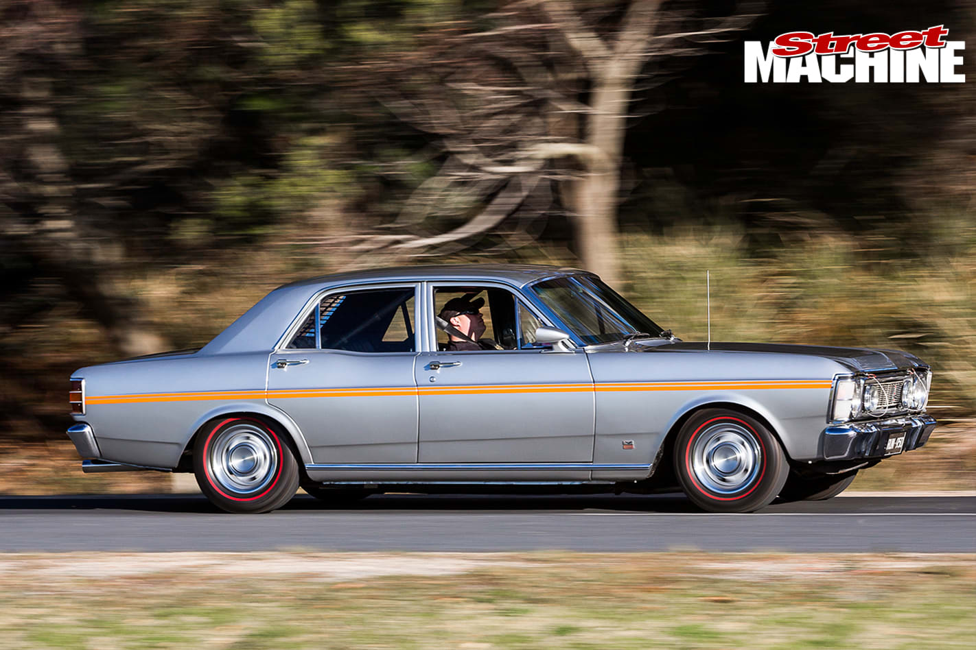 1970-Ford -XW-Falcon -onroad -side