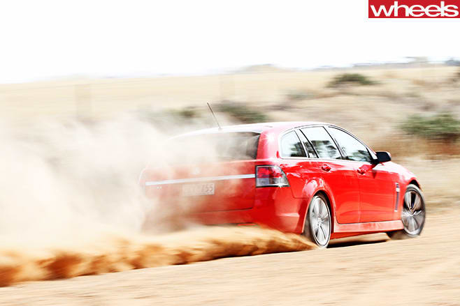 2013-Holden -Commodore -SV6-Sportback -driving -dirt