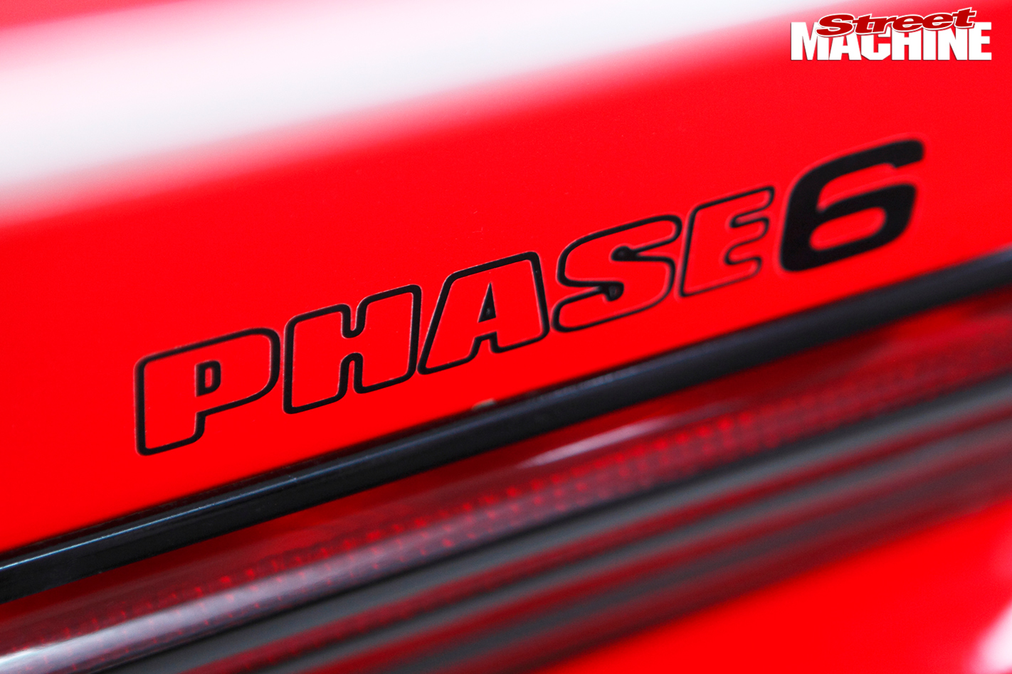 Ford -Falcon -XE-Phase -6-badge