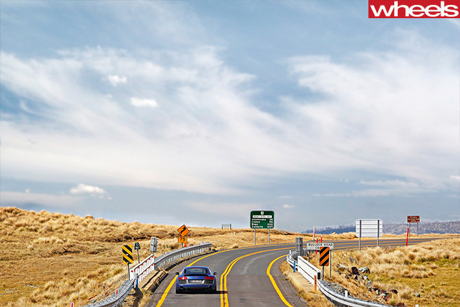 2013-Audi -R8-Snowy -Mountains -Highway