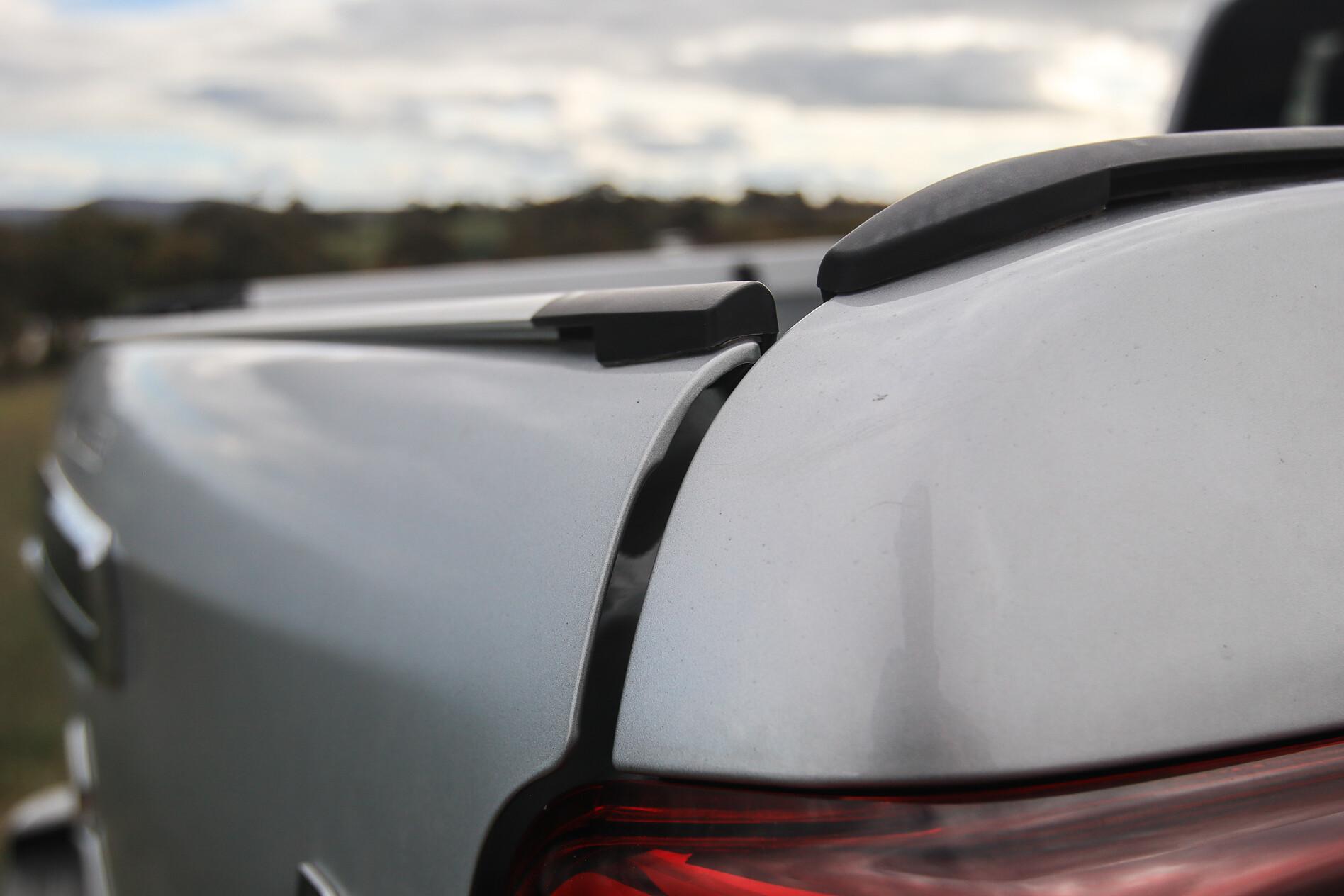 Mitsubishi Triton tailgate squeak