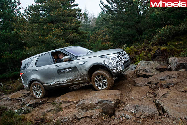 2017-Land -Rover -Discovery -prototype -climbing