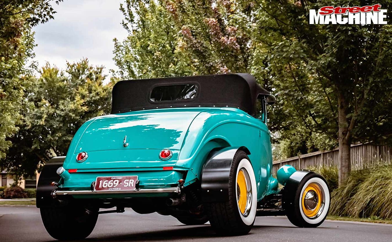 1933 ford roadster rear