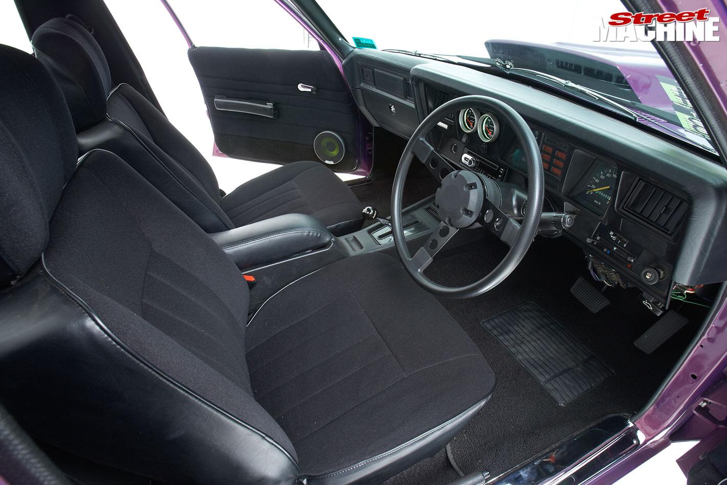 Holden HQ One Tonner interior