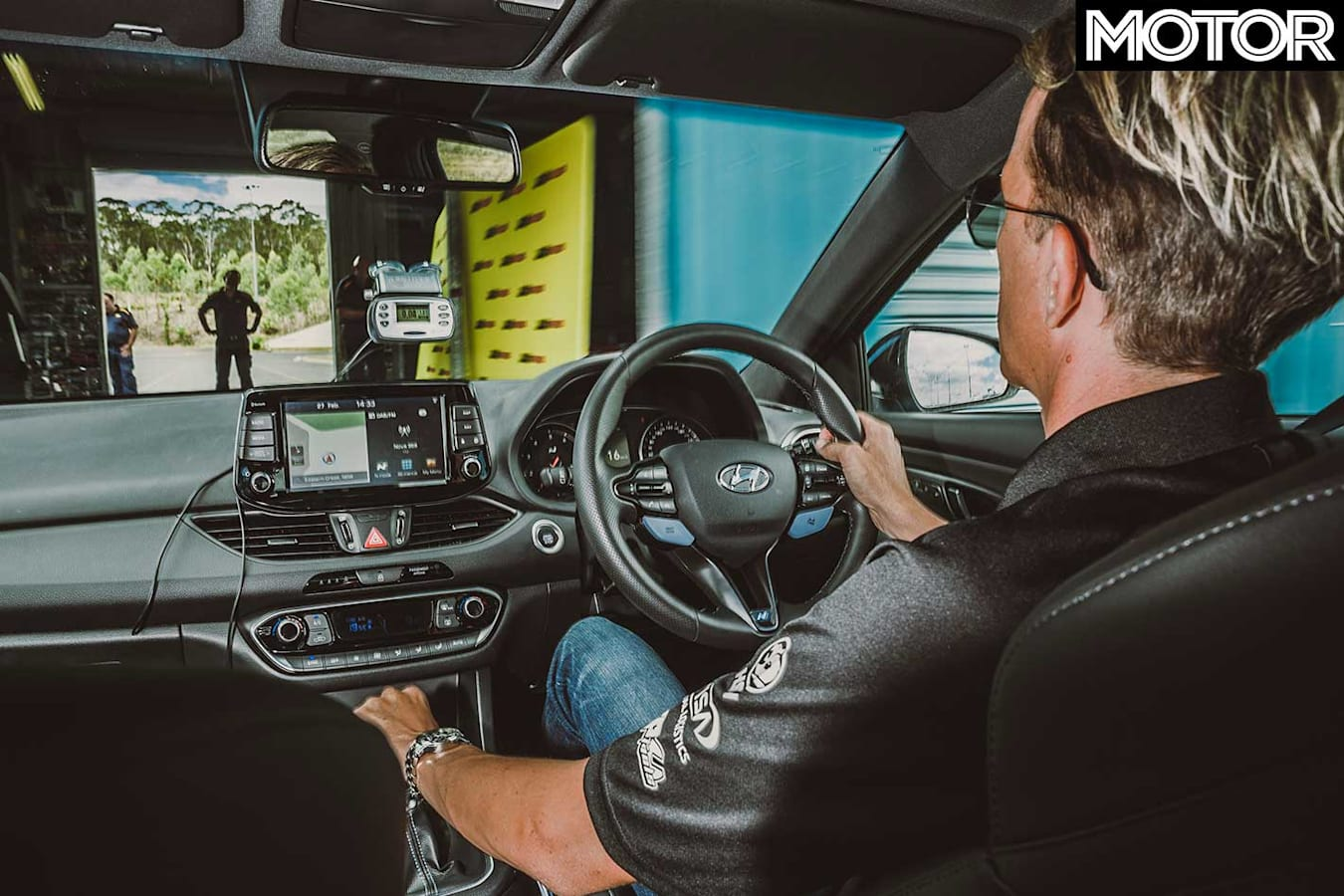 MOTOR Tyre Test 2018 Dry Motorkhana Pits Tyre Change Jpg