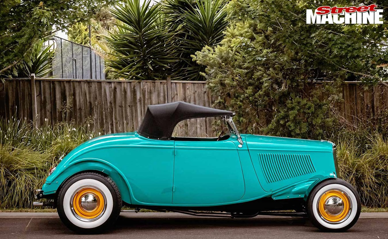 1933 ford roadster side