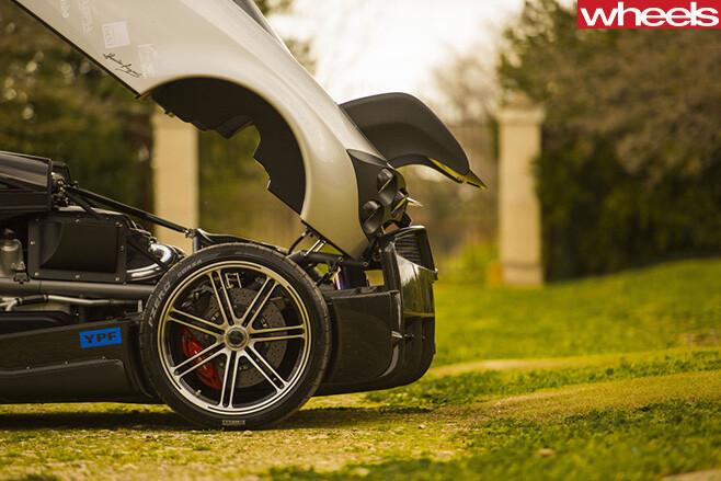 Pagani -Huayra -BC-engine -rear