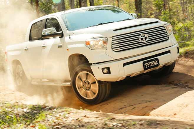Toyota-Tundra-Crewmax-vs-Toyota-Hilux-SR5-double-cab-tundra
