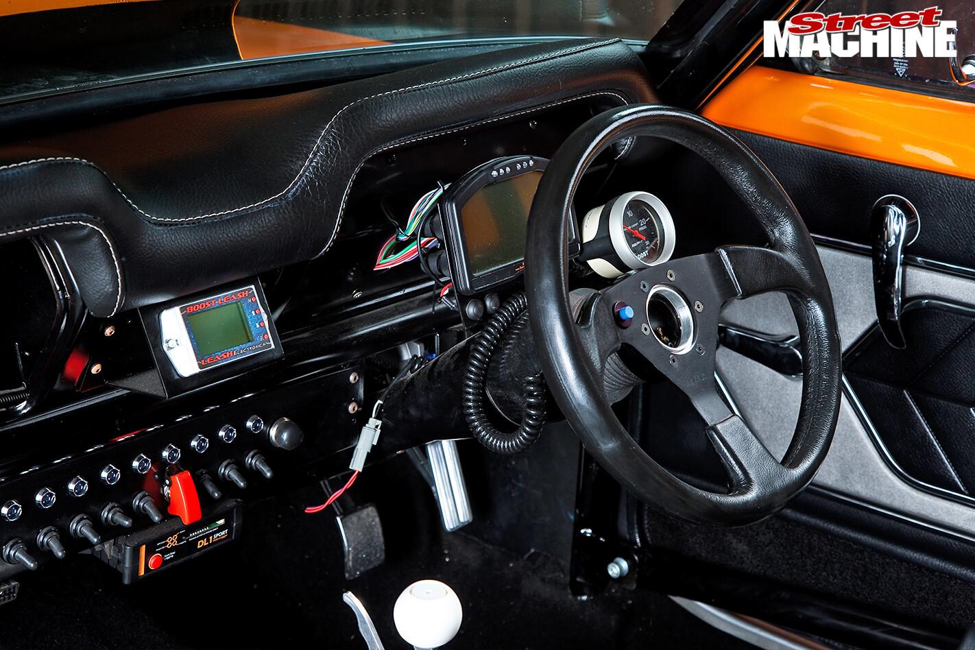 Holden -LC-Torana -dash -detail -6
